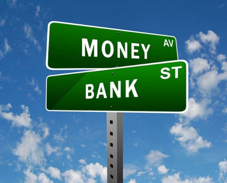 Bank St